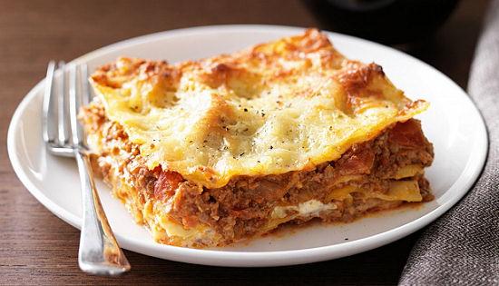 Lasagna-cu-sos-de-rosii