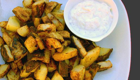 Cartofi-copti-cu-sos-tzatziki